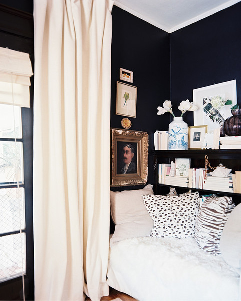 Breaking Design Rules: Dark Walls in Small Rooms - Chic Misfits