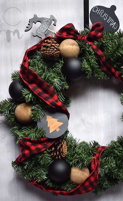 DIY Christmas Wreath feature 4