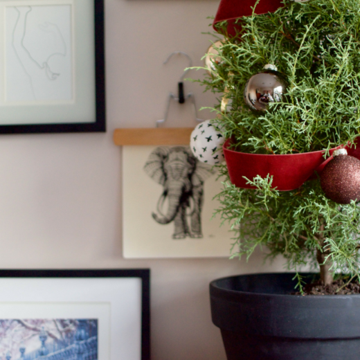 How to Decorate a Mini Christmas Tree